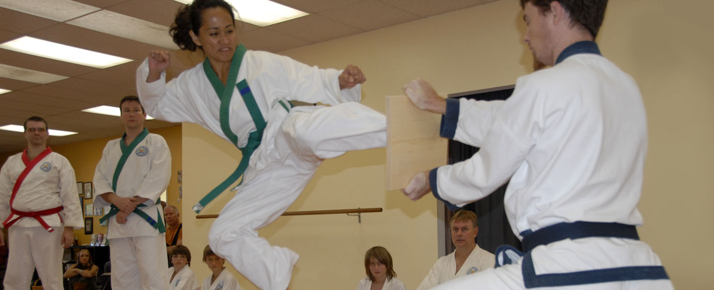 a comparison of sport karate versus traditional karate Difference between taekwondo and karate taekwondo and karate are two of the most respected martial arts in the world aside from a few rudimentary moves and the fact that they both come from asia, they are actually quite different from each other, as you will see in this comparison article.